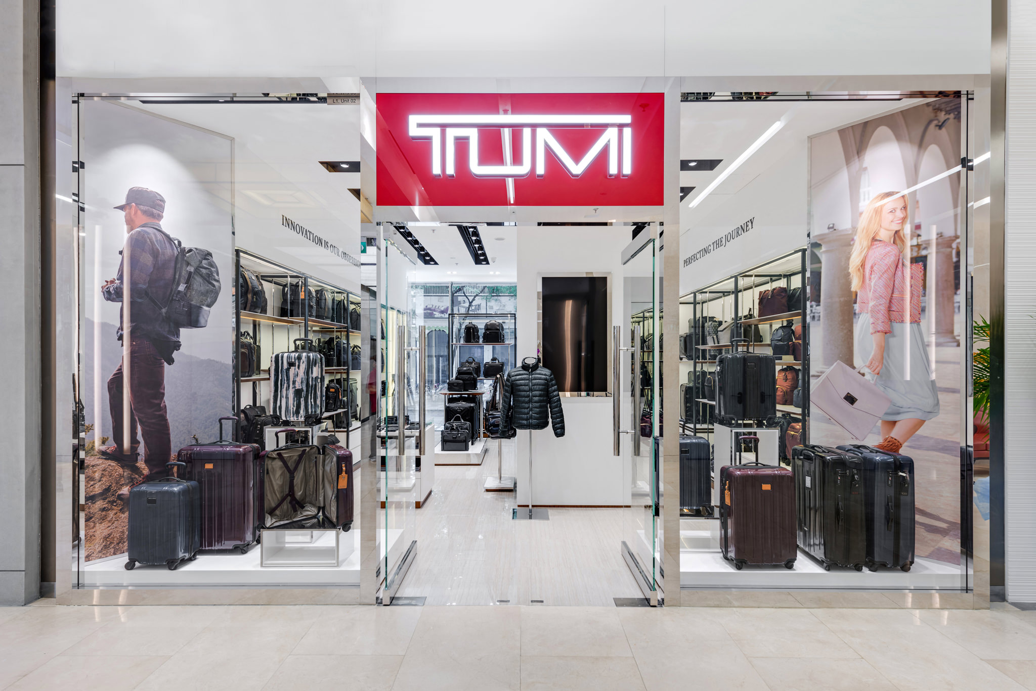 20160801 - Tumi - HCM - Commercial - Interior - Store - Retouch 0001.jpg