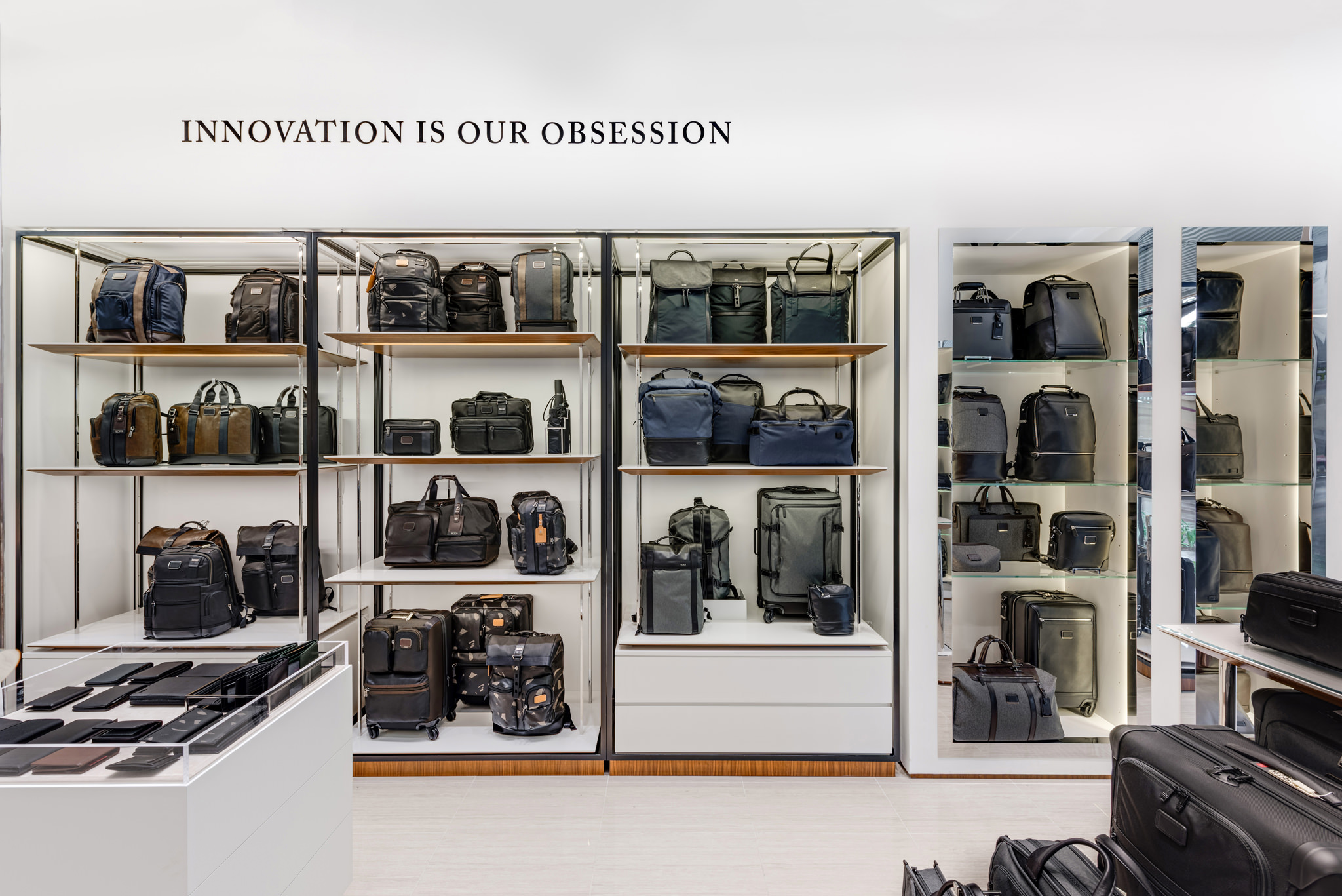 20160801 - Tumi - HCM - Commercial - Interior - Store - Retouch 0006.jpg