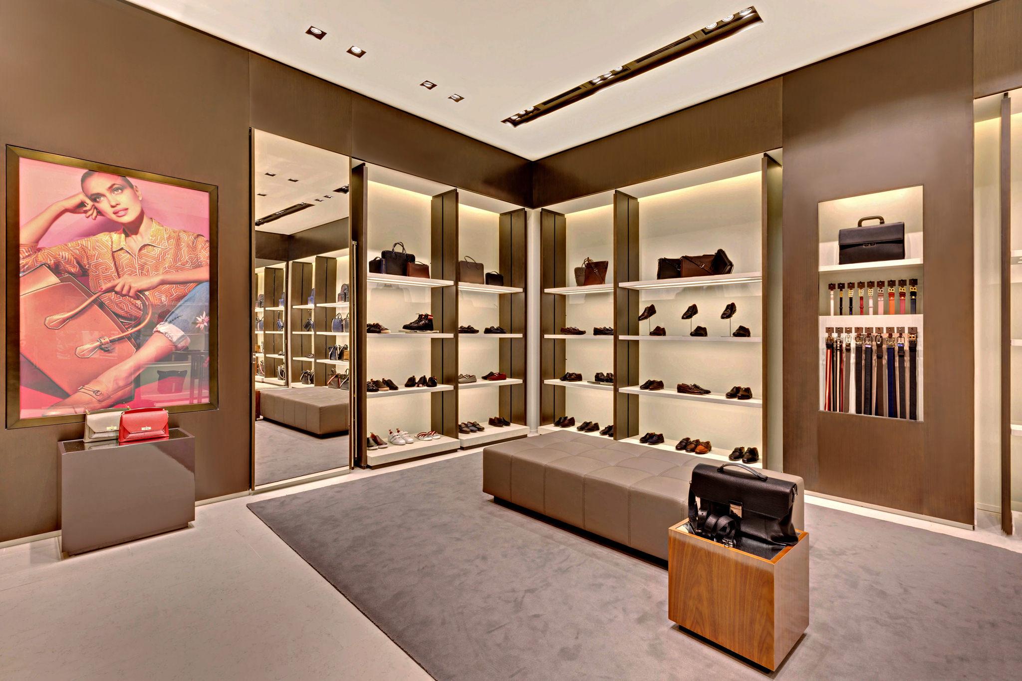 20170721 - Bally - HCM - Commercial - Interior - Store - Retouch 0018.jpg