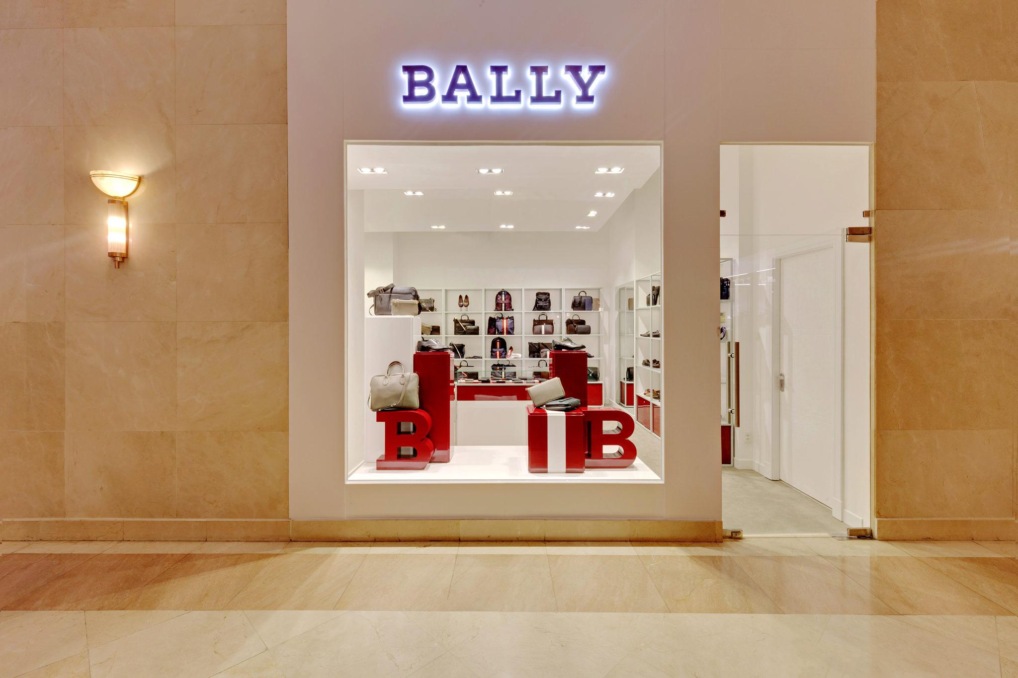20170316 - Bally - HCM - Commercial - Interior - Store - Retouch 0002.jpg
