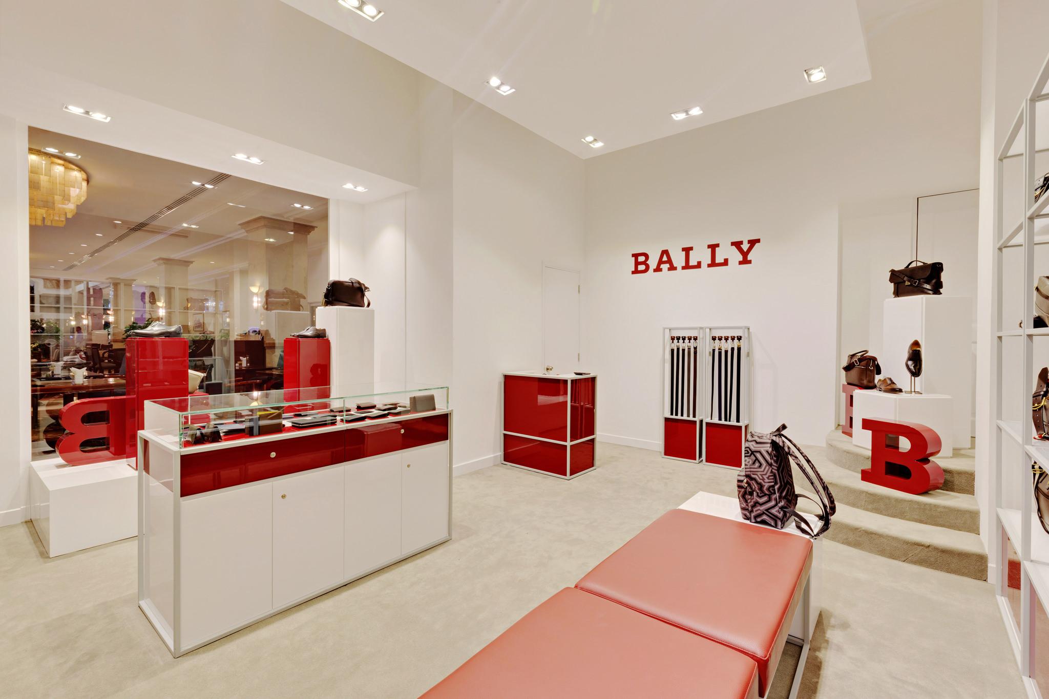 20170316 - Bally - HCM - Commercial - Interior - Store - Retouch 0010.jpg