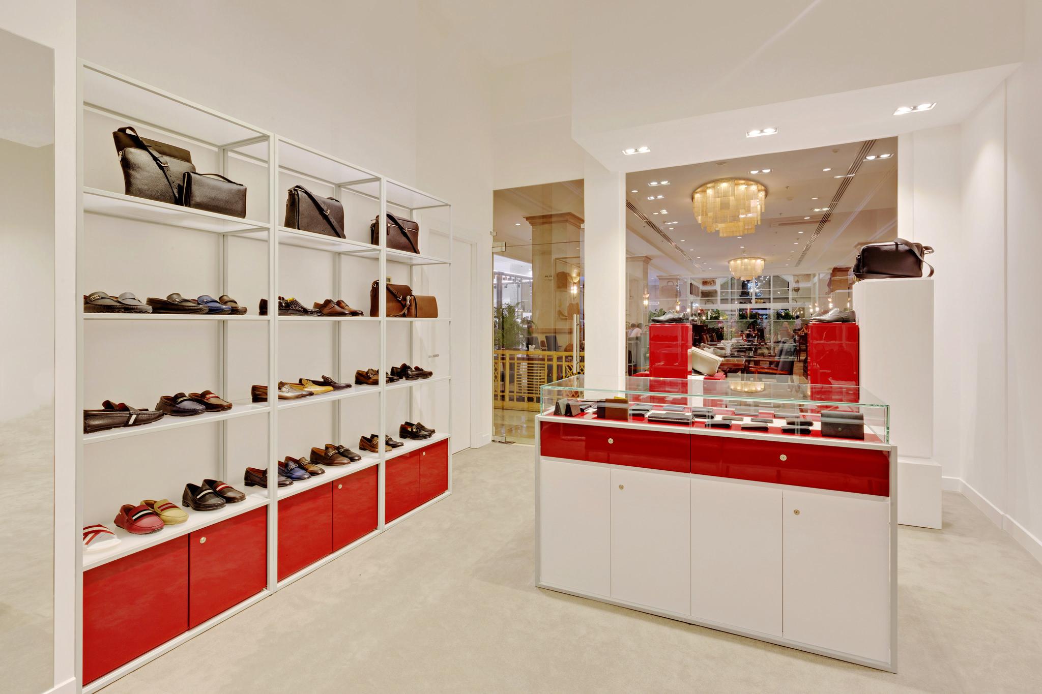 20170316 - Bally - HCM - Commercial - Interior - Store - Retouch 0011.jpg