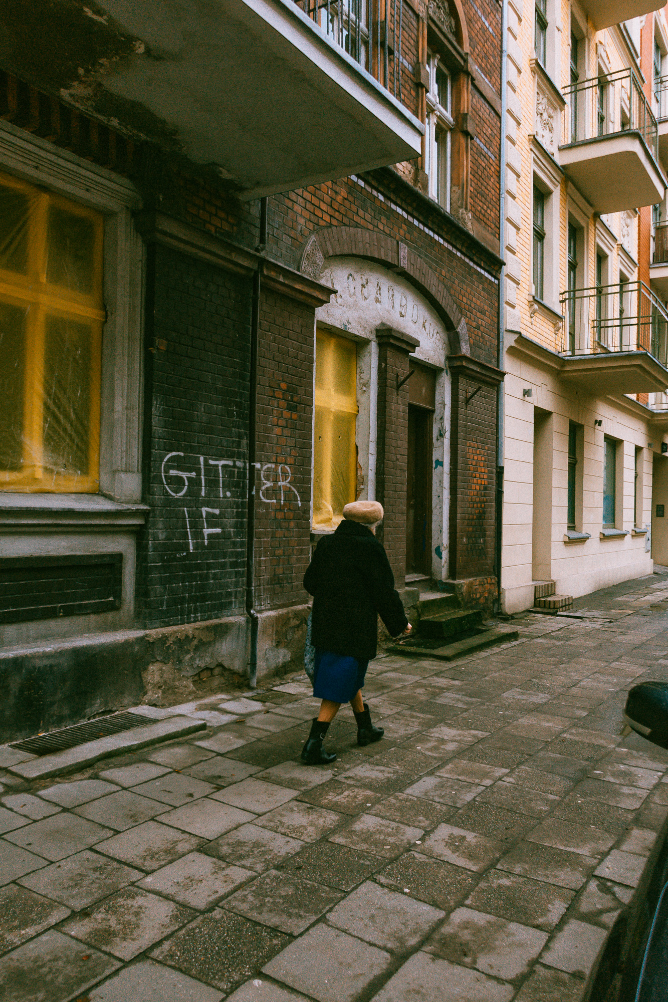 The back of a woman in Poznan