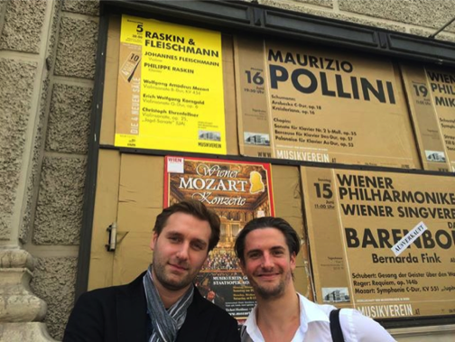 Outside Musikverein before the final rehearsal ...