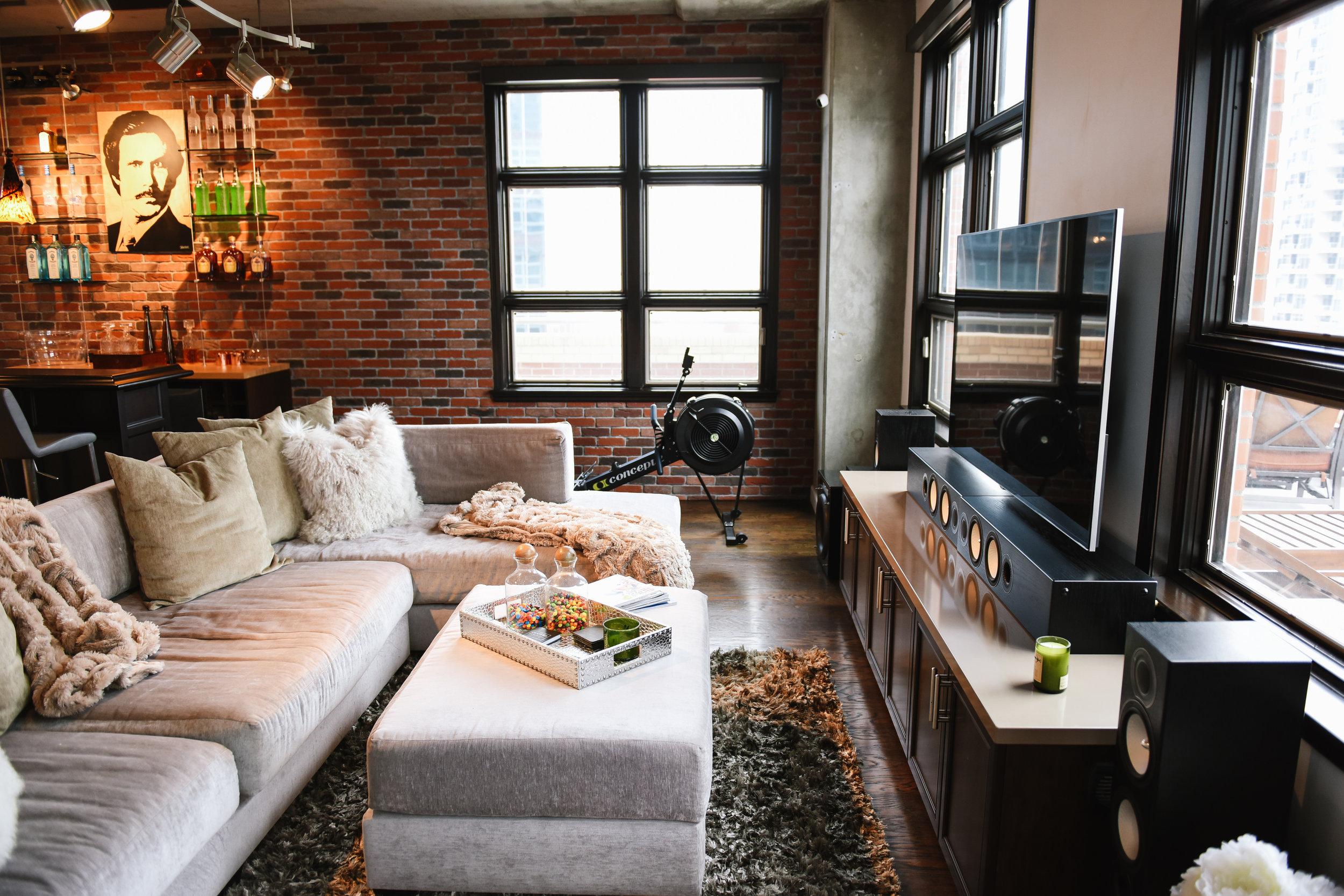 LIVING ROOM DESIGNED FOR COMFORT