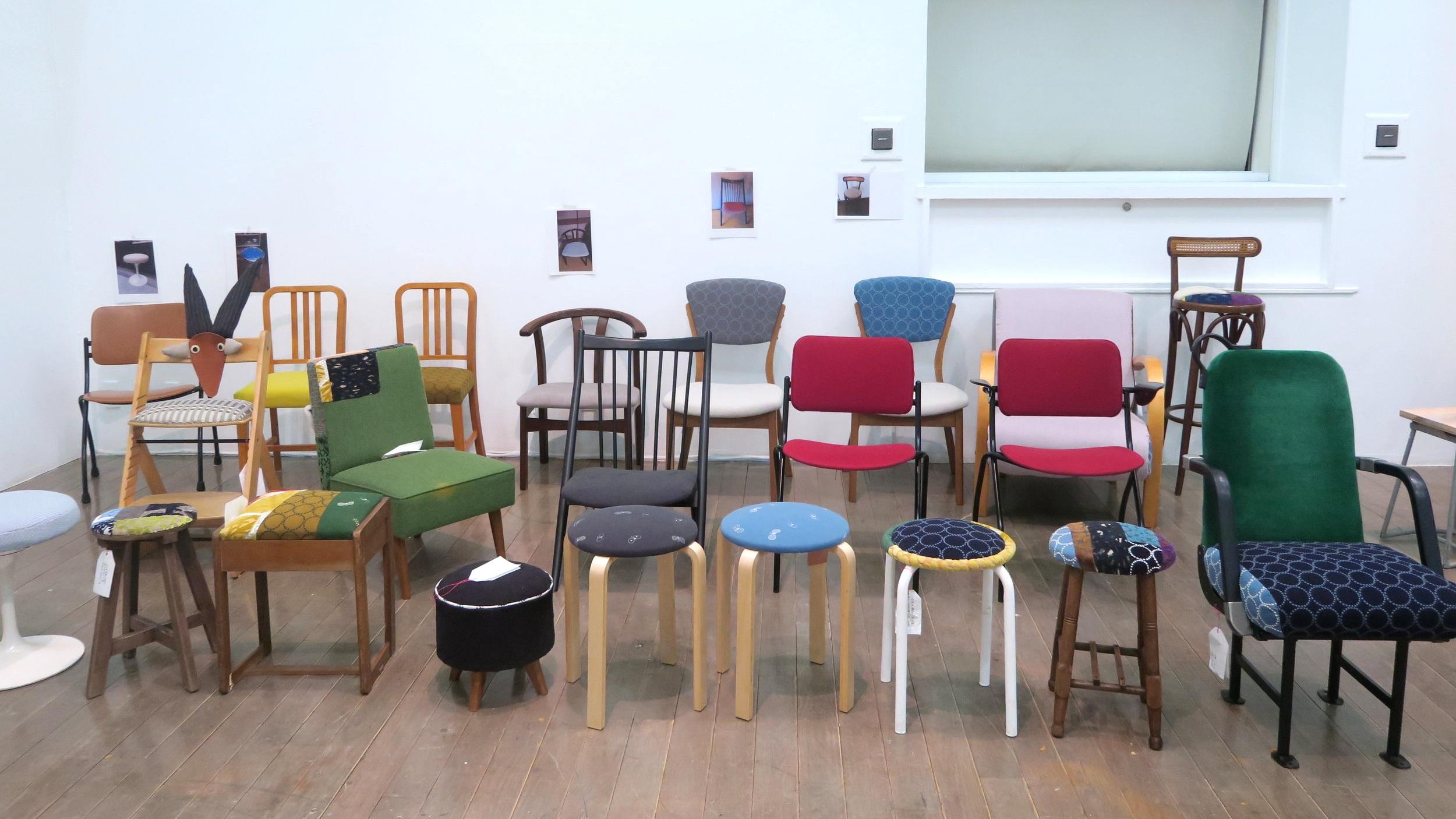 前回の参加の皆さまの作品です!  お家に戻る前に、現在「アートセンターをひらく第Ⅰ期」カフェスペースでご利用いただいております。