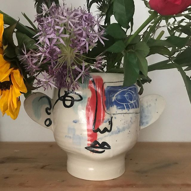 It just cries out for flowers! Still very much in love with my vase purchase #marksperring #friendinstatakeover @totterdown_potterdown