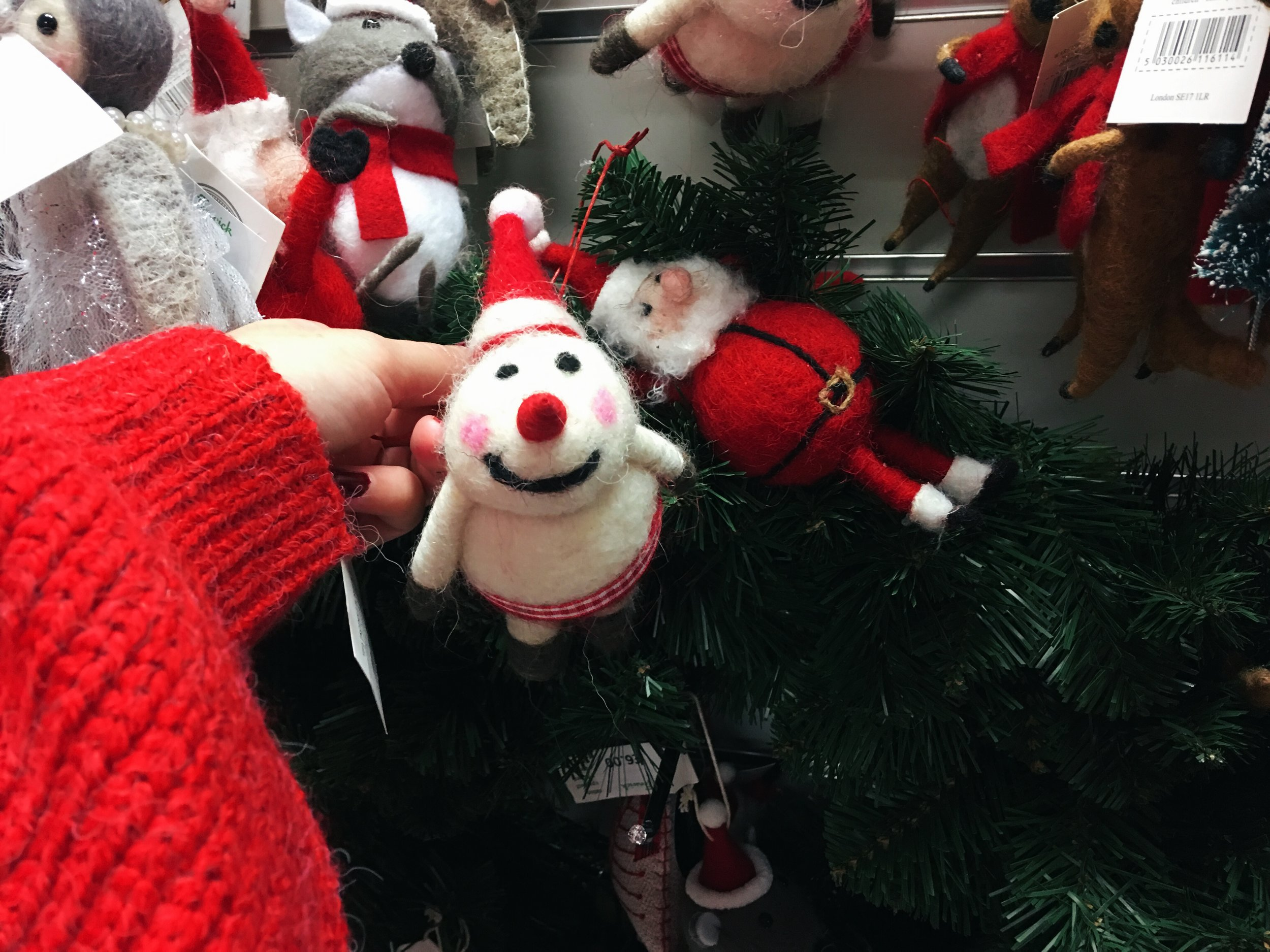 I completely fell in love with this chubby snowman and his rosy cheeks -