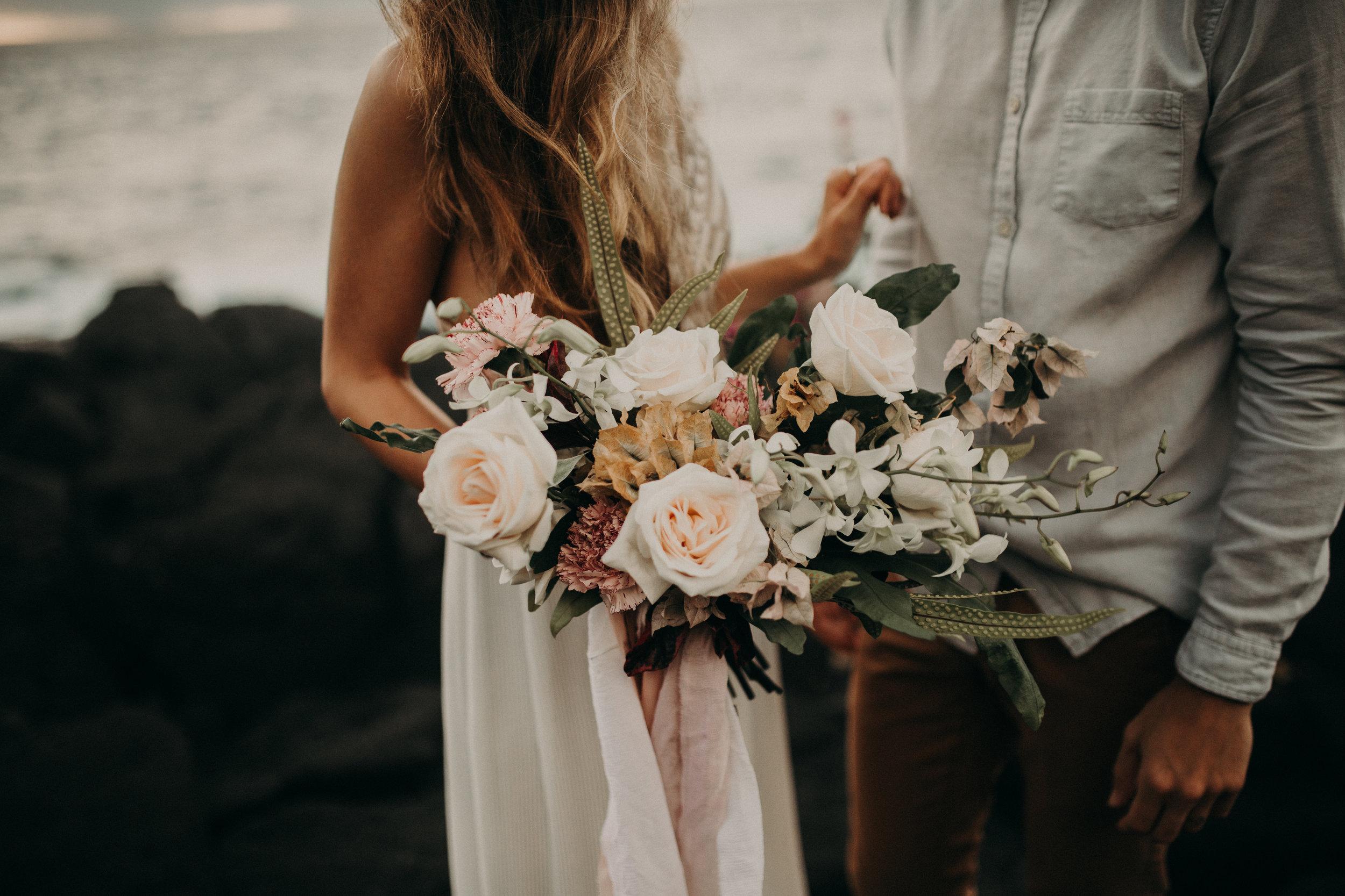 kauai_florist_wedding_bouquet_moonstruck_florals.jpg