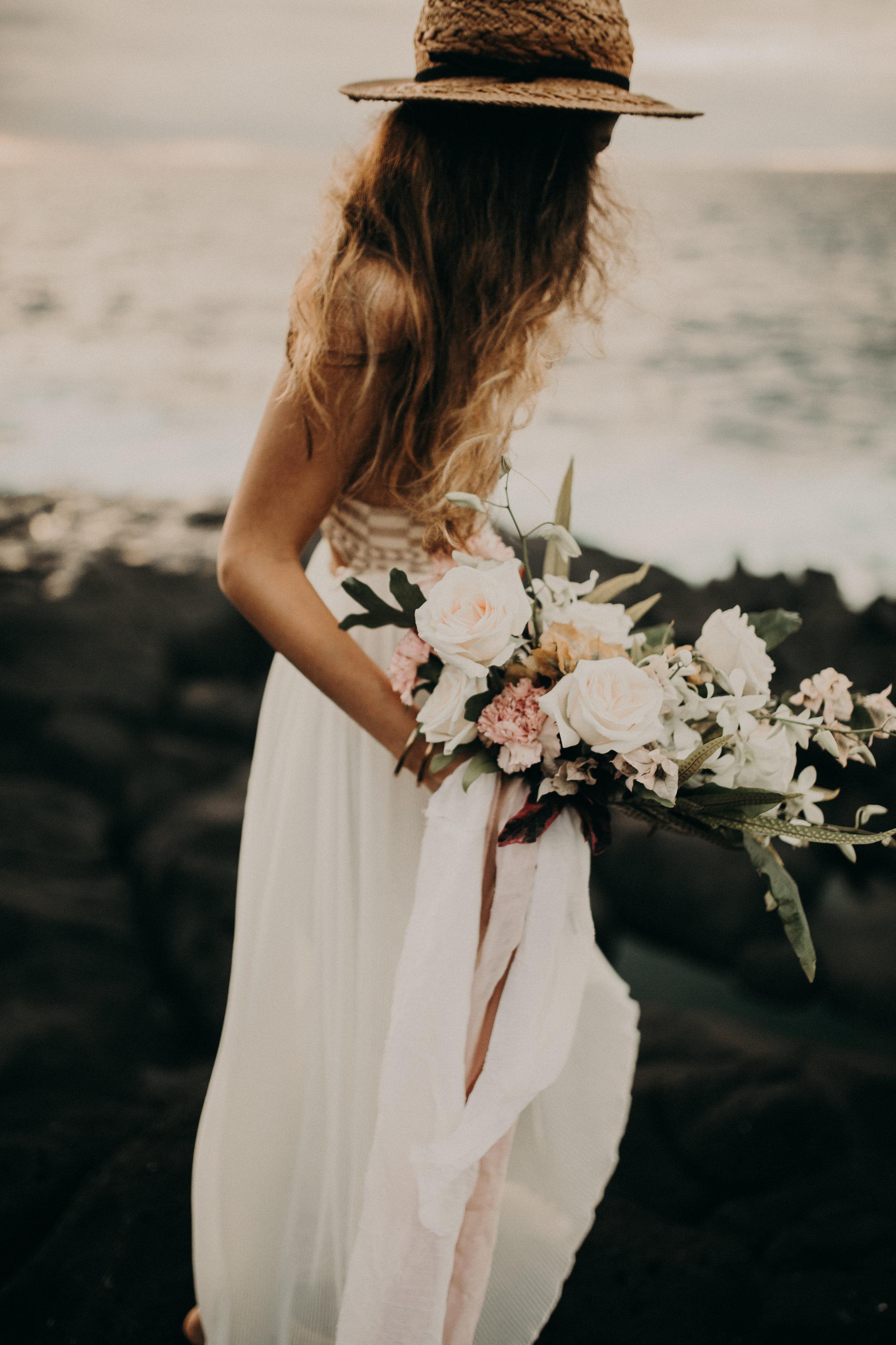 large_tropical_bouquet_kauai_florist_moonstruck_florals.jpg