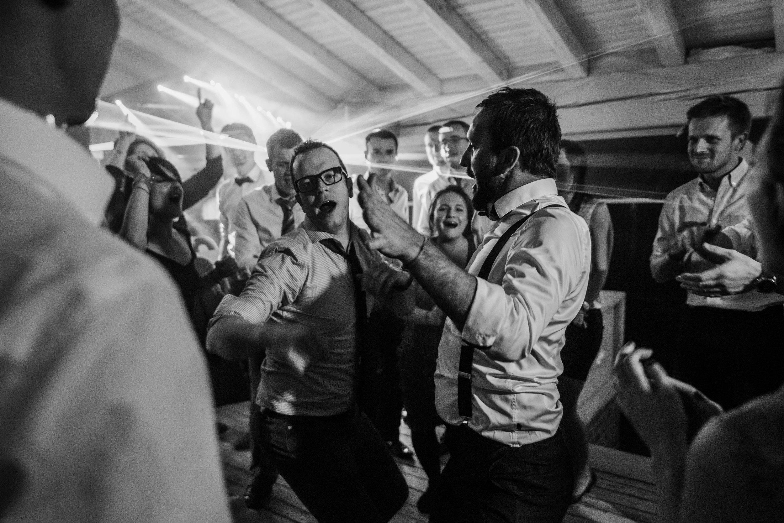 Léa-Fery-photographe-professionnel-lyon-rhone-alpes-portrait-mariage-couple-amour-lovesession-engagement-elopment-3664.jpg