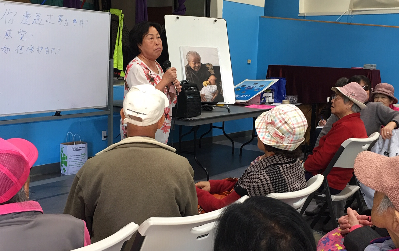 Residents of the Chinese community discuss ways to safeguard against a recent series of brutal attacks on Chinese seniors in San Francisco. Photo credits: Sasanna Yee and Sing Tao Daily.
