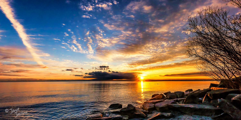 Early-Winter-Sunrise--Burlington-Beach_Photo_copyright_Janet_Jardine_SquareSpace.jpg