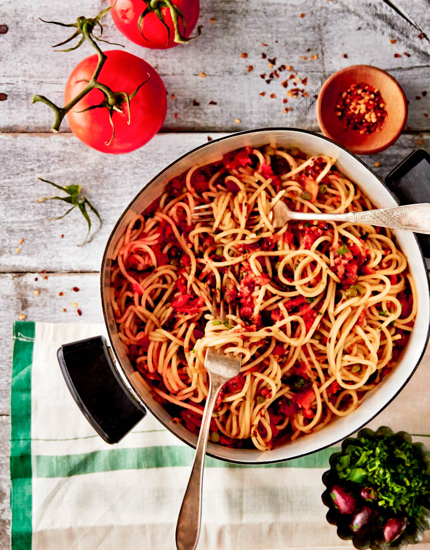 pasta-puttanesca-tomatoes-food-photography.jpg