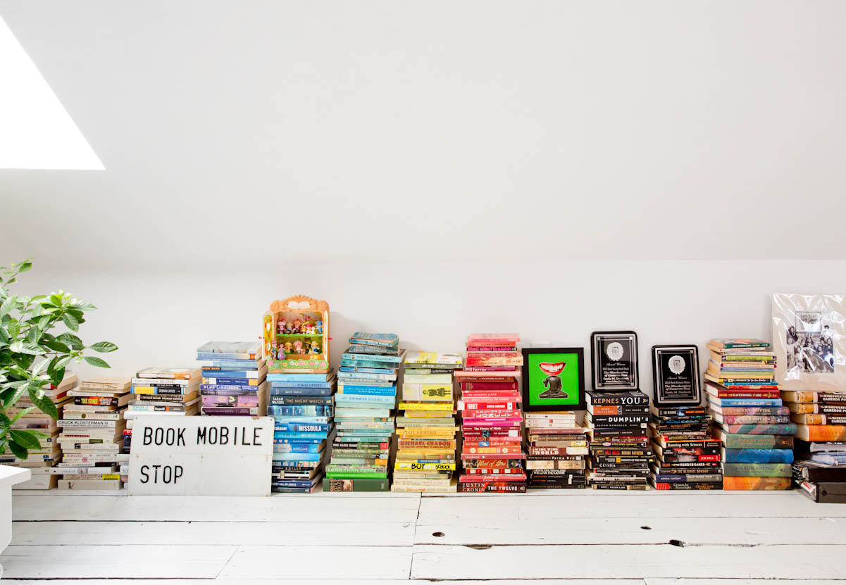 rhode-island-color-coordinated-books-interior-photography.jpg
