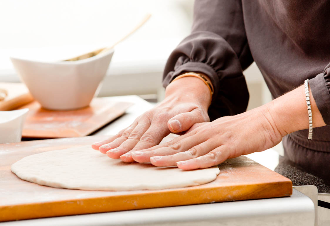 chef-hands-making-pizza-dough-food-lifestyle-photography.jpg