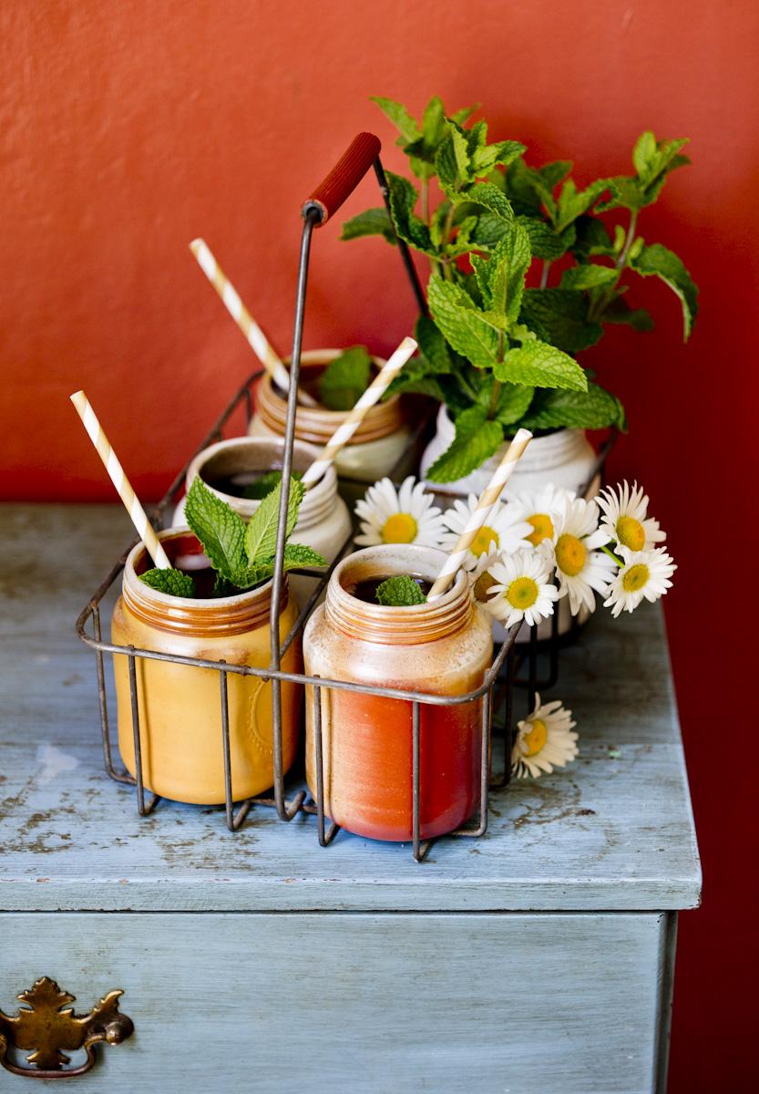 mint-iced-tea-ceramic-mason-jars-lifestyle-photography.jpg
