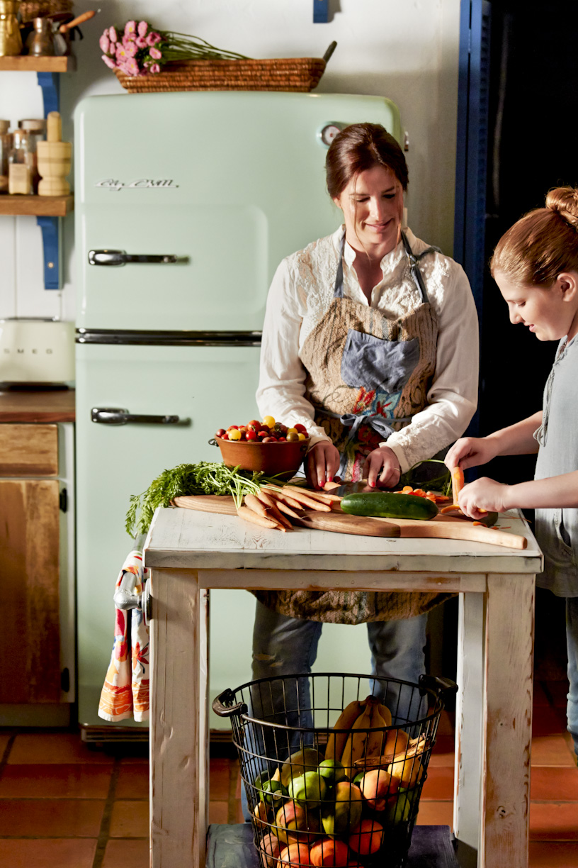 mother-daughter-cooking-kitchen-lifestyle-photography.jpg