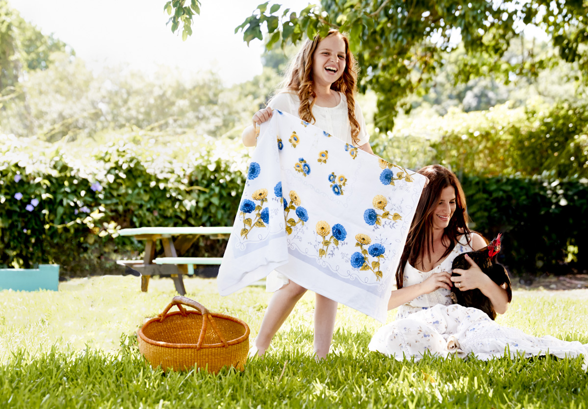 mother-daughter-farm-picnic-lifestyle-photography.jpg