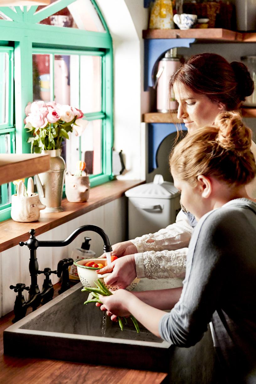 mother-daughter-washing-veggies-kitchen-lifestyle-photography.jpg