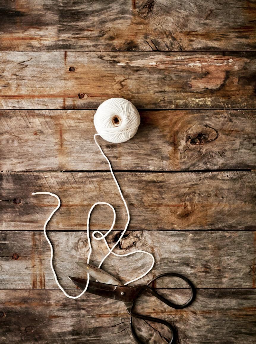 scissors-cutting-twine-lifestyle-photography.jpg