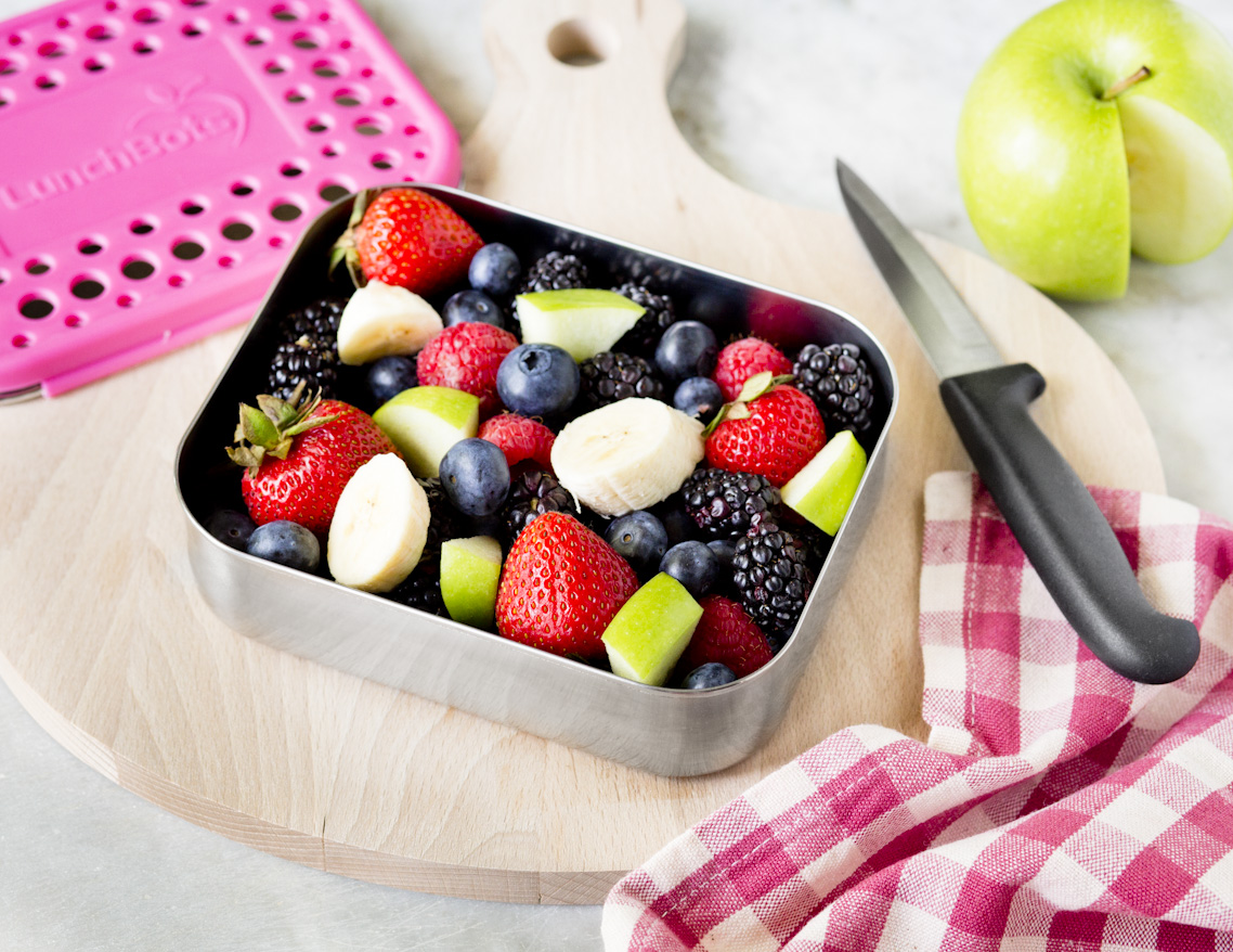 lunchbots-container-fruits-social-media-photography.jpg