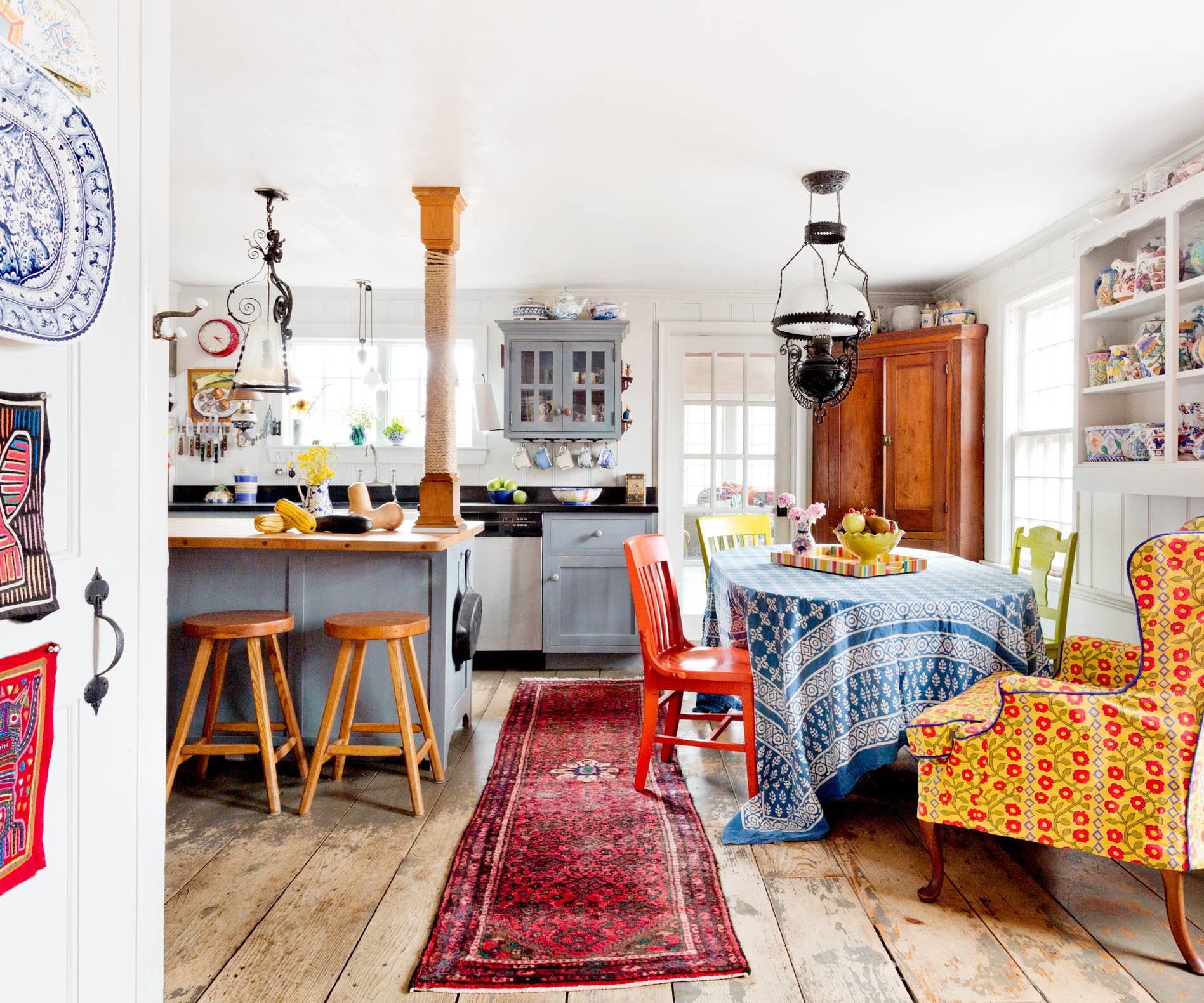 country-farmhouse-kitchen-colorful.jpg