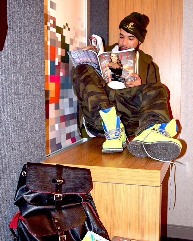 Jus chillin reading Vail en Español Magazine ☺️🤙🏼.. new summer issue out now! #vailenespanolmagazine #vailenespanol #ladygaga