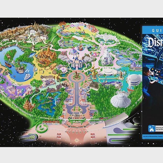 Ahh the new guide map is here and Star Wars Land is included! We will post the article in our stories but how cool is this?! Ok, who is feeling crazy and going this year?!? 📷 from @disneyparksblog . #starwarsland #galaxysedge #disneylandguidemap #happiestplaceinthegalaxy