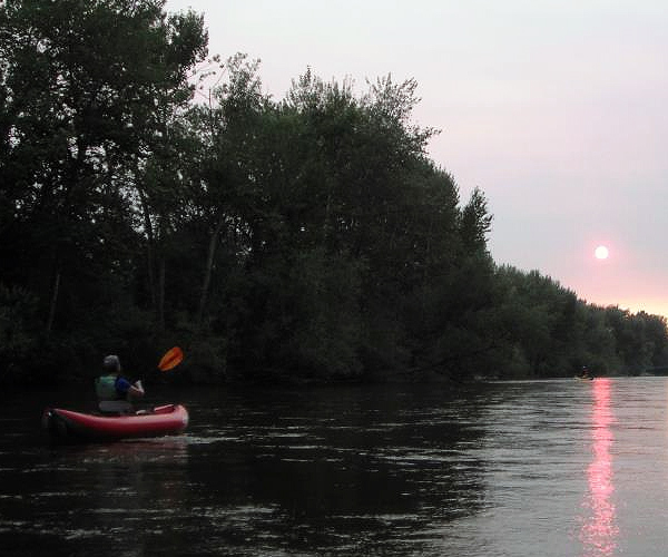 Weekly Boise River Social Paddle - Weekly social paddles on the Boise River are reserved for typically Wednesday evenings in order to avoid the weekend crowds. A shuttle from Ann Morrison is organized and picnic dinner after the float is a tradition.