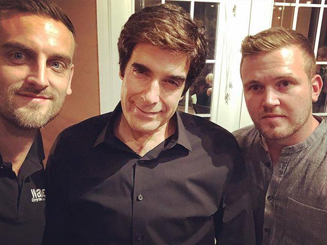 Me mete Dave @d_copperfield . . . . . #magic #kriskenner #davidcopperfield #houseparty #vegas #thisiswave #simonmarkhill