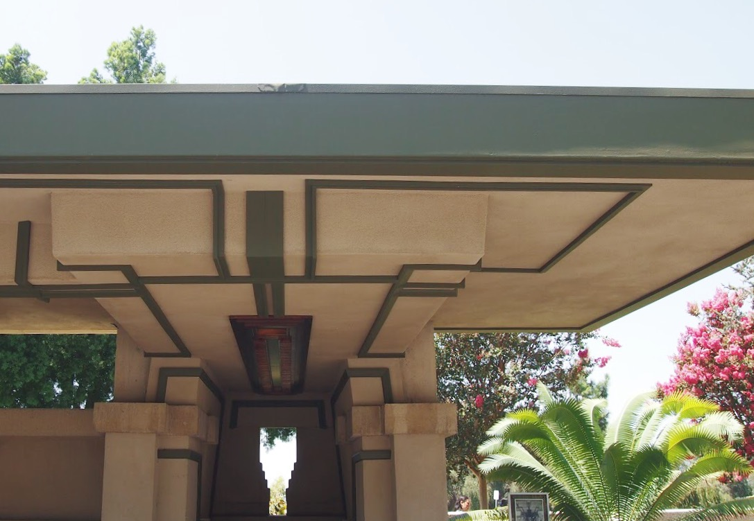 Hollyhock House Entrance