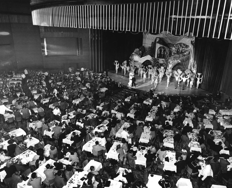 The final performance at the Earl Carroll Theater before its closing. Photo via Los Angeles Public Library (1949).