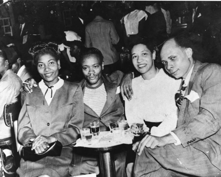 Patrons of the Club Alabam. Photo via Los Angeles Public Library (1945).