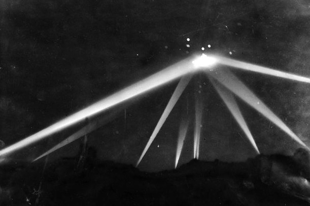 Photo via  Los Angeles Times  (1942)