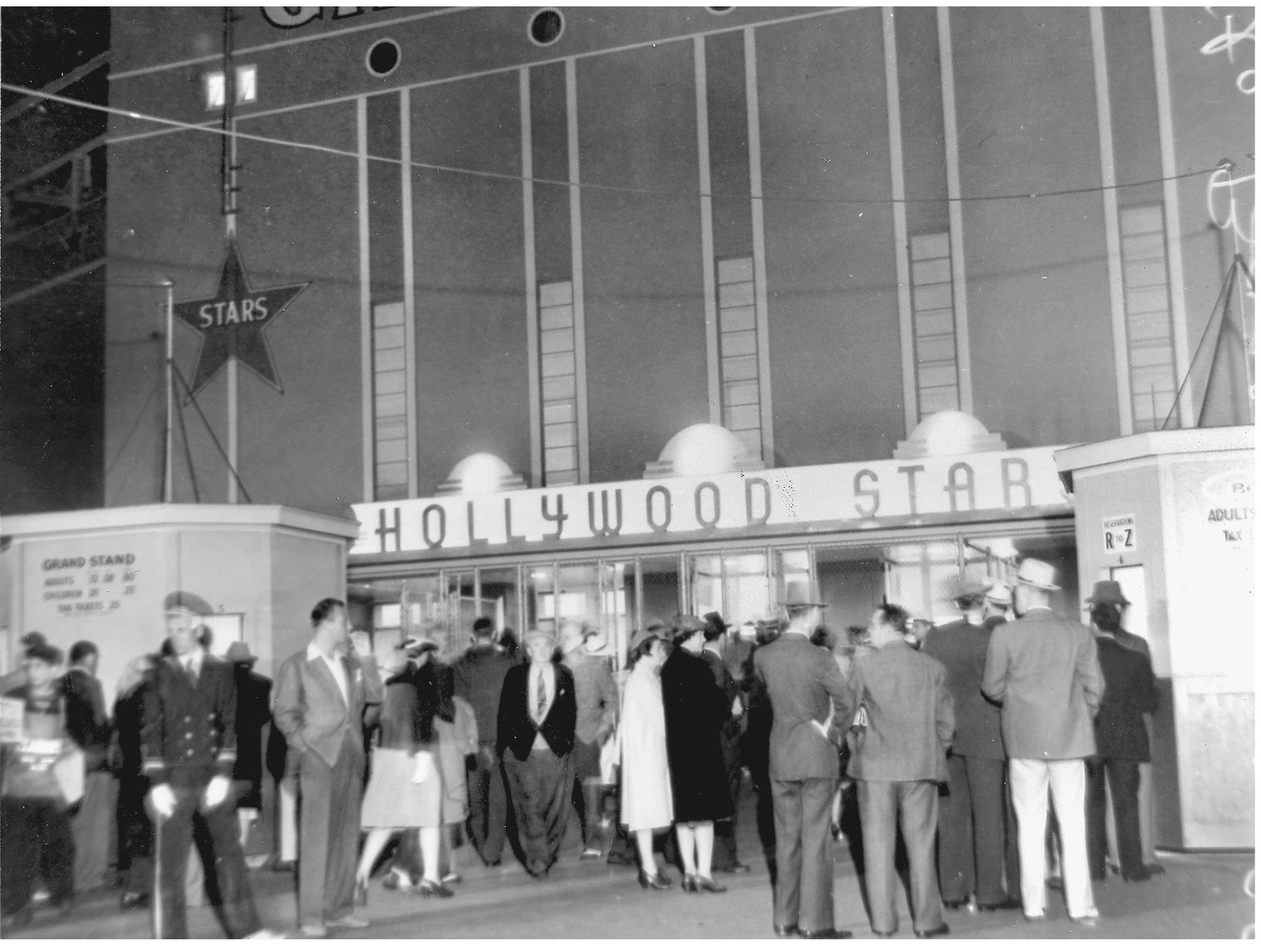 Fans arriving to take in a game at Gilmore Field. Photo via David Eskenazi Collection,  The Hollywood Stars  (1939).