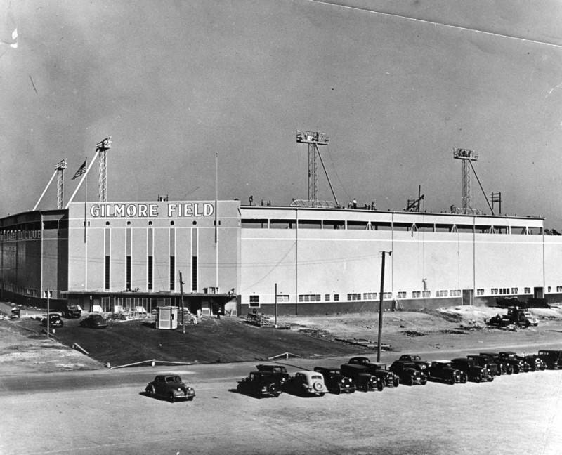 Exterior of Gilmore Field via Los Angeles Public Library, Herald Examiner Collection (1939).