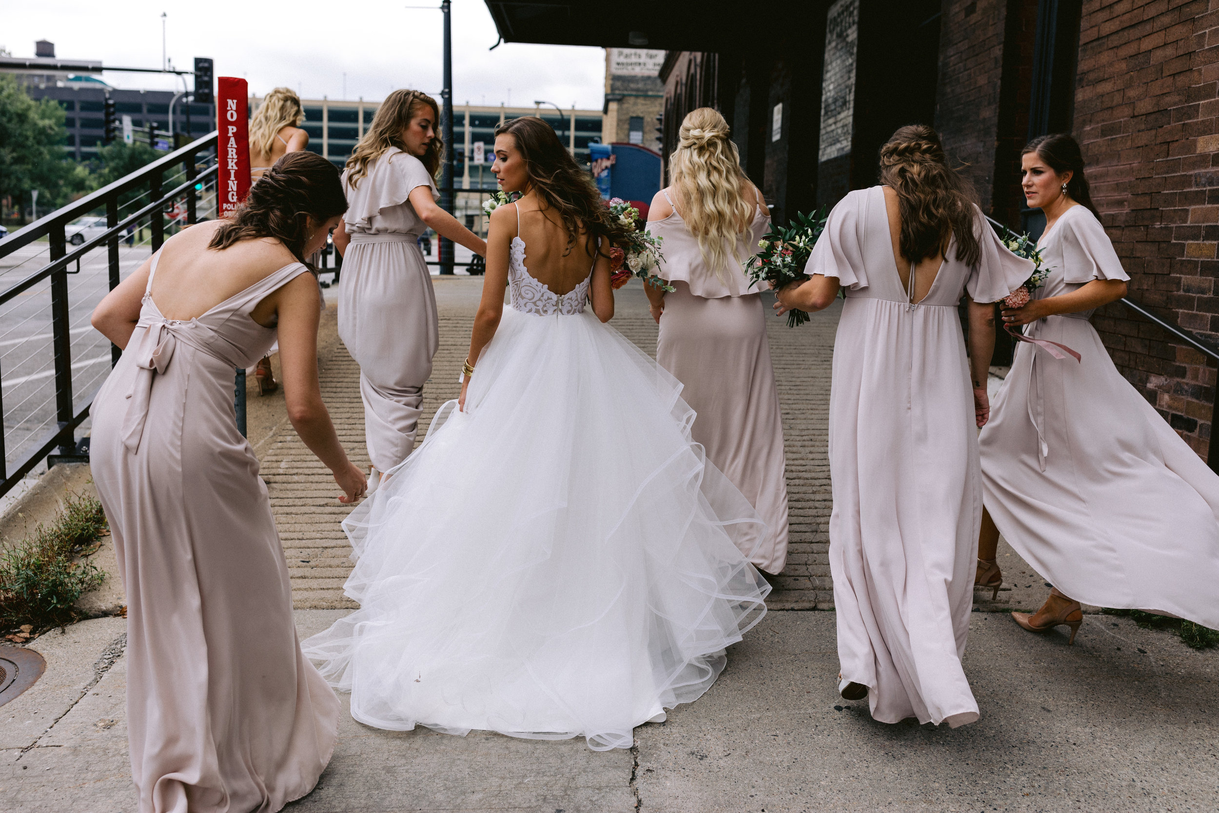 gorgeous minneapolis bridal party
