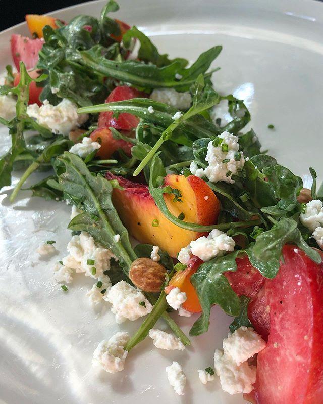 Stonefruit & Arugula salad! Get some!Yum@freespiritfarms . . . . #summerfruits #stonefruitsisthebestfruit #dogpatchdinner #dinnertimeandthelivinseasy #freespiritfarms #fruitfordinner #ourpatch #dogpatcheats #dinnersf #sfdinner #sfeats #salad #dinnertime #werewaitingforyou #goatcheese