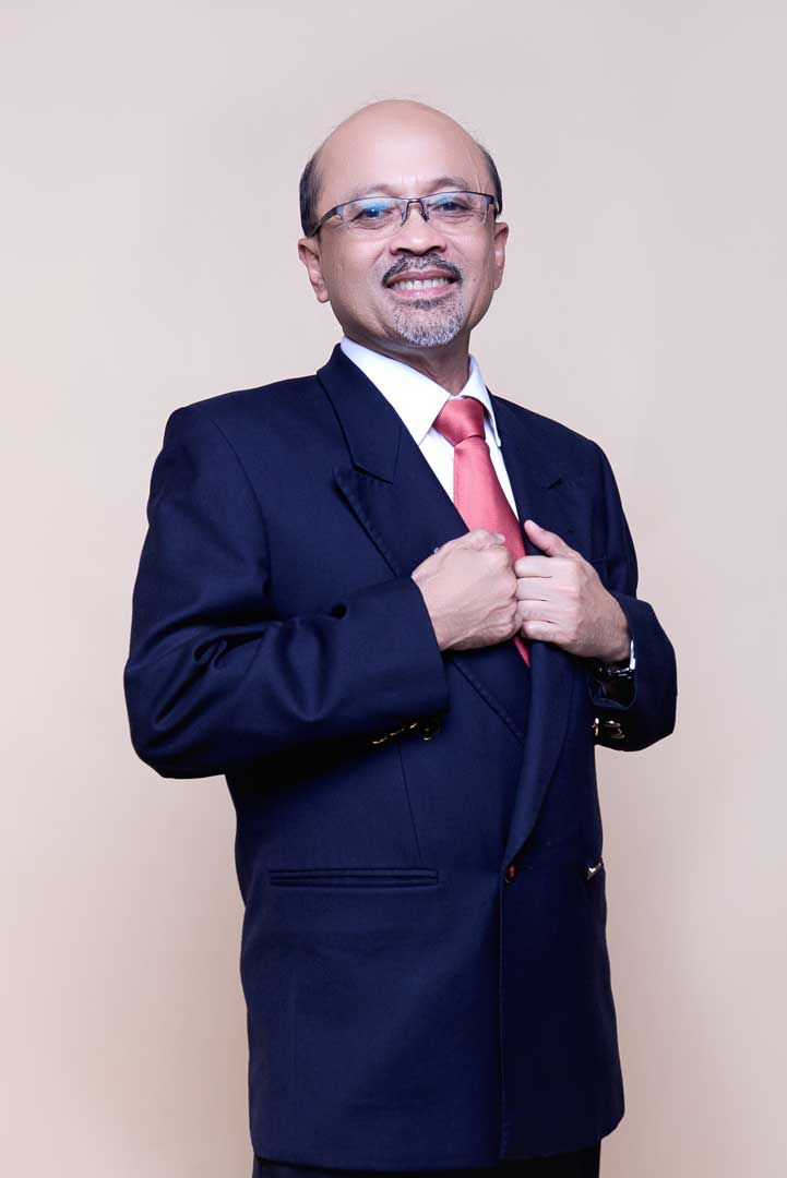 WAN KAMARUL ZAMAN WAN YAACOB  Chairman of the Board  Wan Kamarul Zaman, is an Advocate and Solicitor practicing in the legal firm of Messrs Abu Talib Shahrom based in Kuala Lumpur, Malaysia. He holds a LLB (Hons) Degree from the University of London and CLP (Malaya) as well as an M.Sc (A.Econs) and B.Sc. Degree from Louisiana State University, USA.  Prior joining Messrs Abu Talib Shahrom, he was a banker (1982 – 2006) attached to several financial institutions in Malaysia. During his tenure in the Malaysian financial sector, he has been involved in almost all aspects of banking activities viz corporate finance and advisory, corporate banking and loan syndication, origination and placement of private debt securities (both Islamic and conventional), treasury and money market dealings as well as loan recover and debt restructuring. His last position in the banking sector (2006) was Acting CEO of Affin Discount Bhd. He has also acted as an advisor for several public listed companies and private entities undertaking privatization and corporate finance exercises, namely, stock exchange listing, mergers and acquisition, divestment as well as international fund raising through debt and equities placement as well as loan syndication. He also sit on the Board of several companies, both listed and unlisted.  He is also licensed by Securities Commission, Malaysia under the Capital Market Services Act 2007, which enable him to advise on Corporate Finance matter such as fund raising, mergers and acquisition, corporate/ debt restructuring as well as on matter relating to bonds and sukuk issuance.