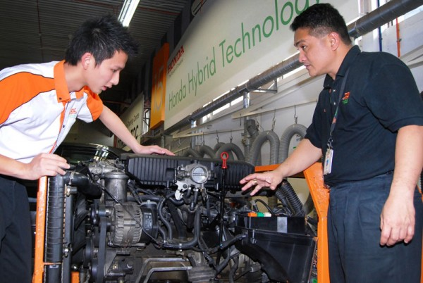 Experienced international trainer, William Cabas, showing Chen how the 6-cylinder BMW works.  Image from:  zerotohundred.com