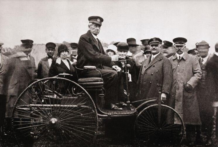 Image source:   https://www.thoughtco.com/karl-benz-and-automobile-4077066