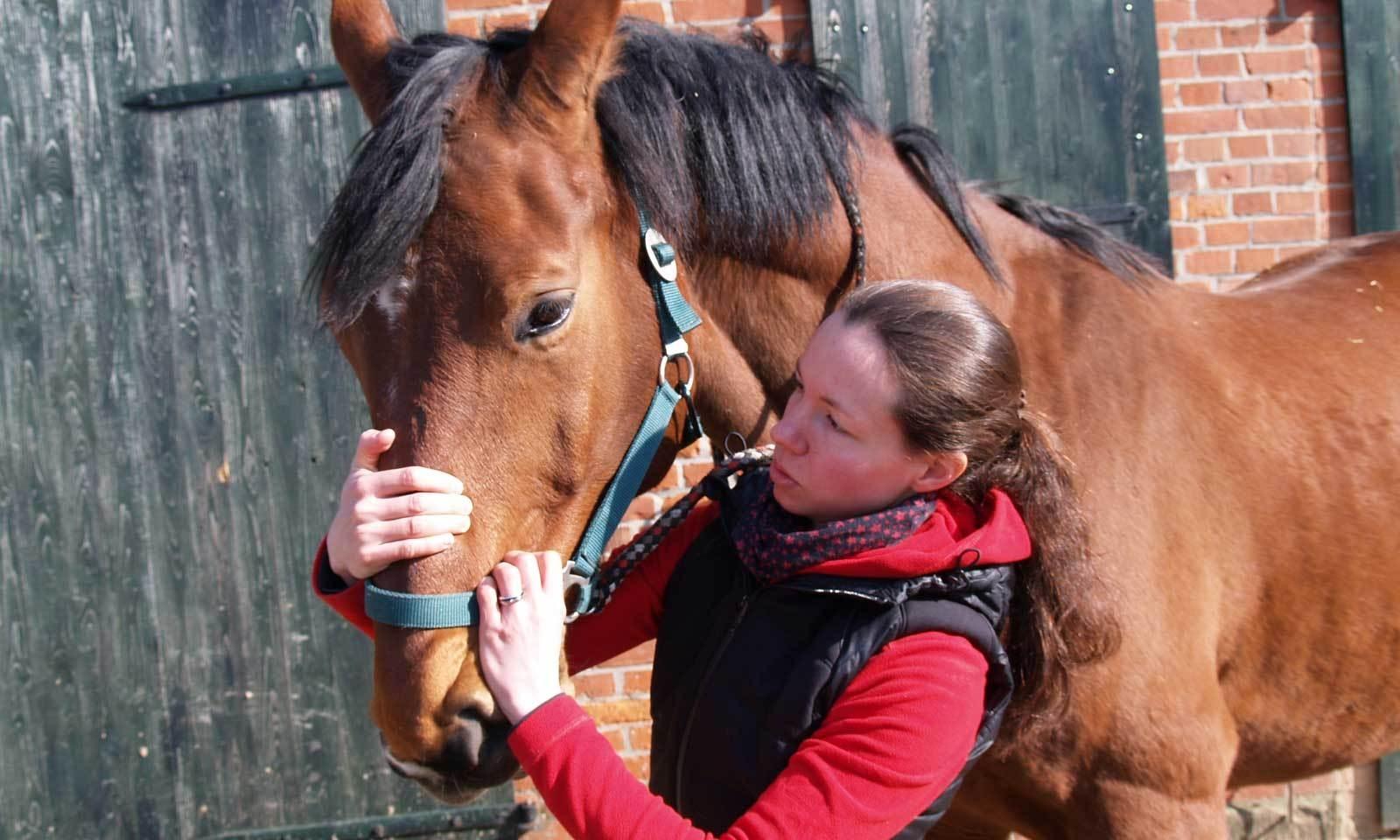 Veronika Grell   - Tiermedizinische Fachangestellte - Pferdedentalpraktikerin nach IGFP