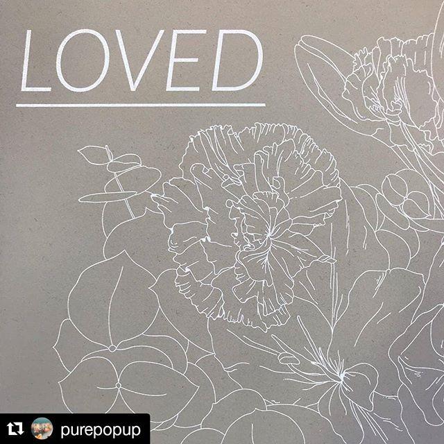 Bloomin tuotteet pääsiäiseen asti Oulun Pikisaaressa Pure Pop Upissa 🙌🏻 Aurinkoista sunnuntaita! ・・・ @bloombyarmihelena lahjoittaa tuotteistaan 10% hyväntekeväisyyteen. Tämänhetkinen kohde on Rintasyöpäyhdistys Europa Donna Finland ry 🌱 . (Kortit 2kpl/6e, julisteet 20e-30e) . #julisteet #kortit #graafinensuunnittelu #valokuva #hyväntekeväisyys #Repost @purepopup (@get_repost) #artprints #letsspeakinflowers #bloombyarmihelena