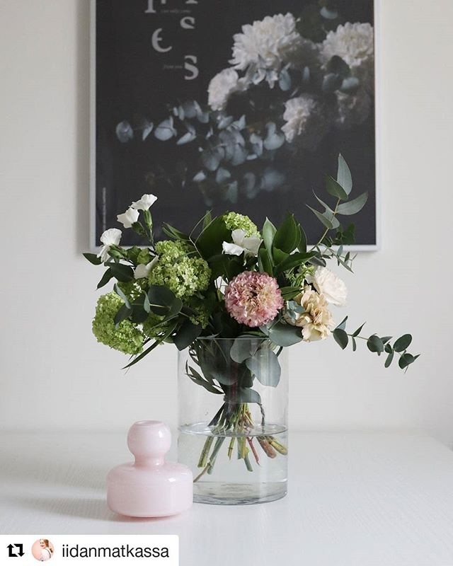 Let the weekend begin! 🌸 Have a flowerful Saturday!  Repost @iidanmatkassa 🙏😍🌸 #flowerful #saturday #weekendvibes #interiorinspo #wallart #fineartprints #letsspeakinflowers #bloombyarmihelena