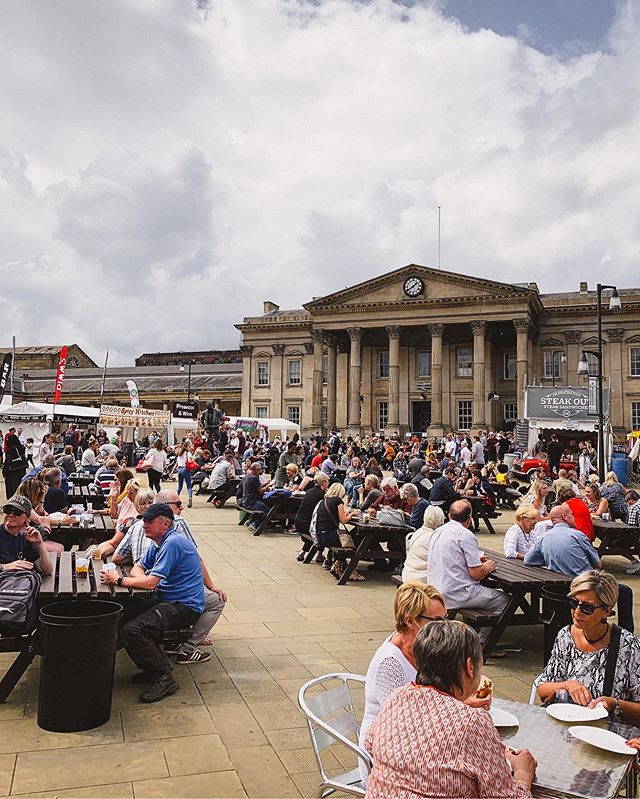 We hope everyone enjoys a fab food festival this weekend. A huge congratulations to @huddersfield_live for pulling together another brilliant event. • Be sure to stop by and say hello to @themediacentre residents @gutscharityuk. Julie and her team always have some interesting facts about our body's inner workings. • And quench your thirst with @zephyrbarkitchen. Lee and his team are our partners in @huddersfieldsoup.  Ask them about their two-pint cup (but of course, remember to drink responsibly!) • Happy Yorkshire Day! • • • #huddersfieldfoodanddrinkfestival #huddersfield #huddersfieldexaminer #huddersfieldbusiness #huddersfieldtrainstation #huddersfieldtowncentre #independenthuddersfield #huddersfieldhasheart #yorkshireday #yorkshiredaysout #foodfestivals #gutsuk #zephyrbarandkitchen #kirklees #kirkleescouncil