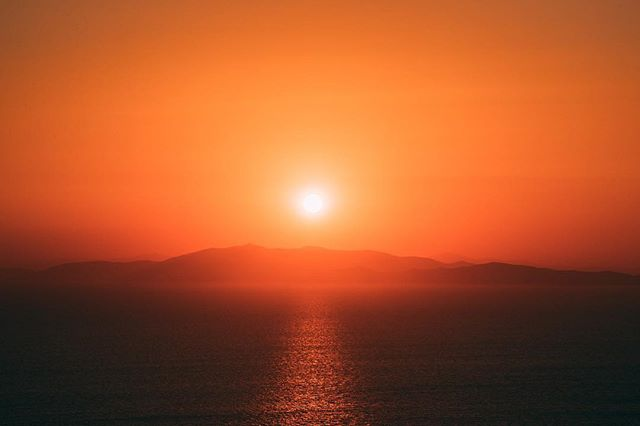 Work long enough to see the sunrise 🌅#greece #sifnos #travel #canistayhereforever #photography #canon