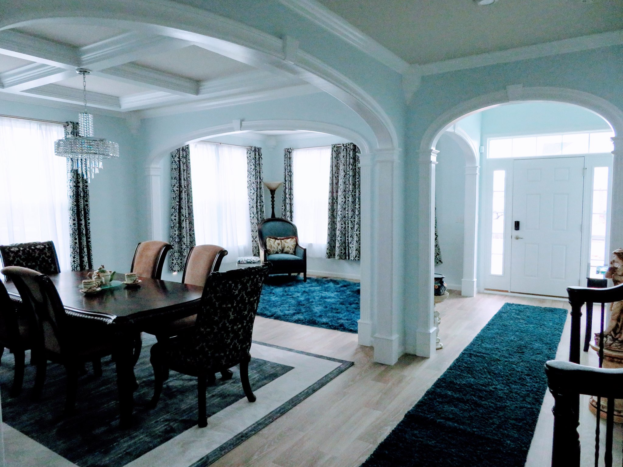 large archway in dining, foyer, living room - supersized cbs5 model