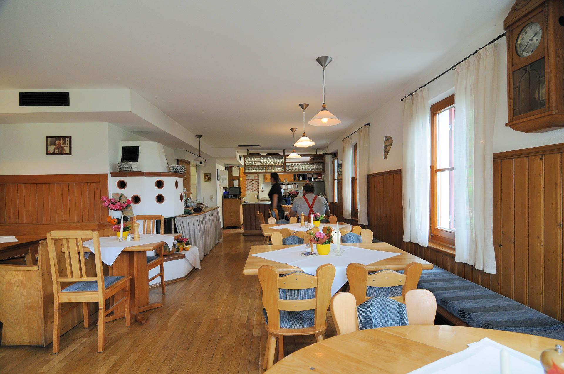 Der Kachelofen im Restaurant des Gasthaus Seerose in Nitzenweiler bei Kressbronn am Bodensee