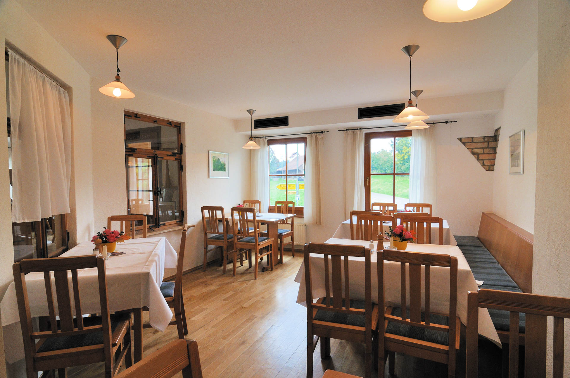 Nebenraum für Gesellschaften im Restaurant des Gasthaus Seerose in Nitzenweiler bei Kressbronn am Bodensee